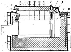 Бездиафрагменный электролизер с верхним вводом анодов с одной электролизной и одной сборной ячейками, расположенными параллельно продольной оси электролизера